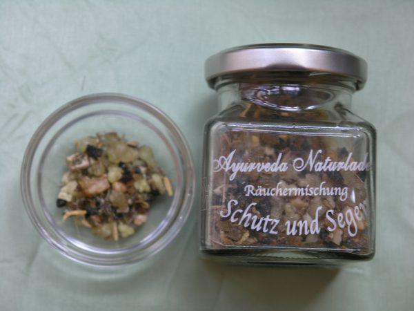 Manufaktur Räuchermischung aus dem Ayurveda Naturladen Graz