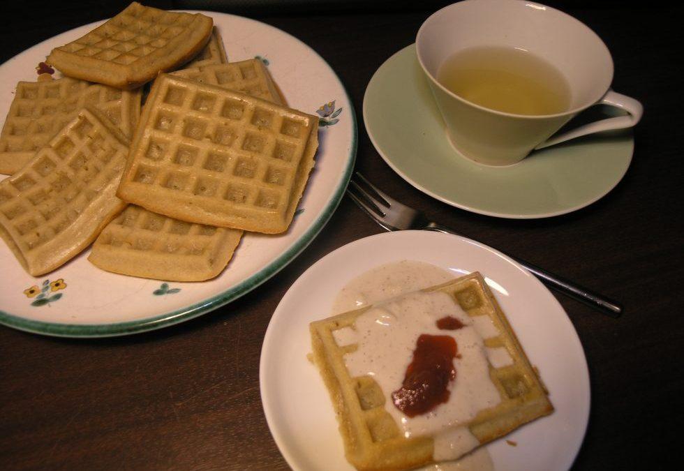 Ayurvedisches Frühstücks Rezept Waffeln mit Vanillesauce