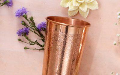 Kupferbecher und Kupferflaschen